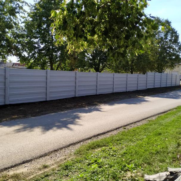 Nové barierové oplotenie a vstup na futbalovom ihrisku