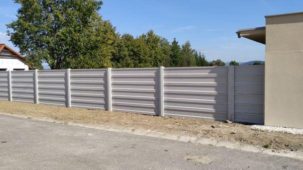 Nové barierové oplotenie a vstup na ihrisko